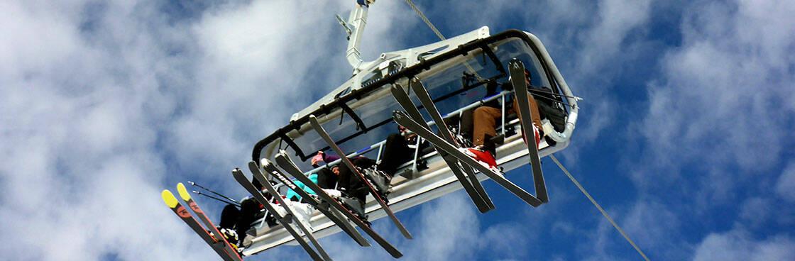 Groupe skieurs telesiege