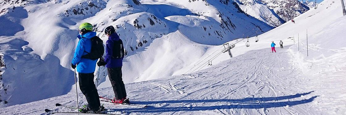 skieurs piste serre chevalier