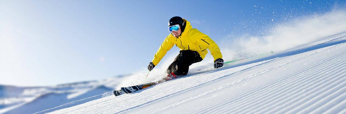 homme ski alpin descente