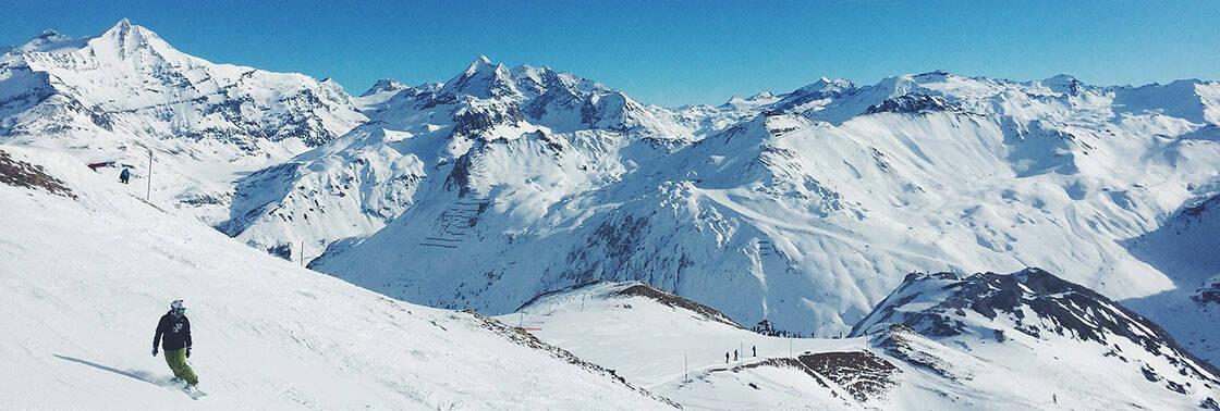 panorama domaine skiable enneigé